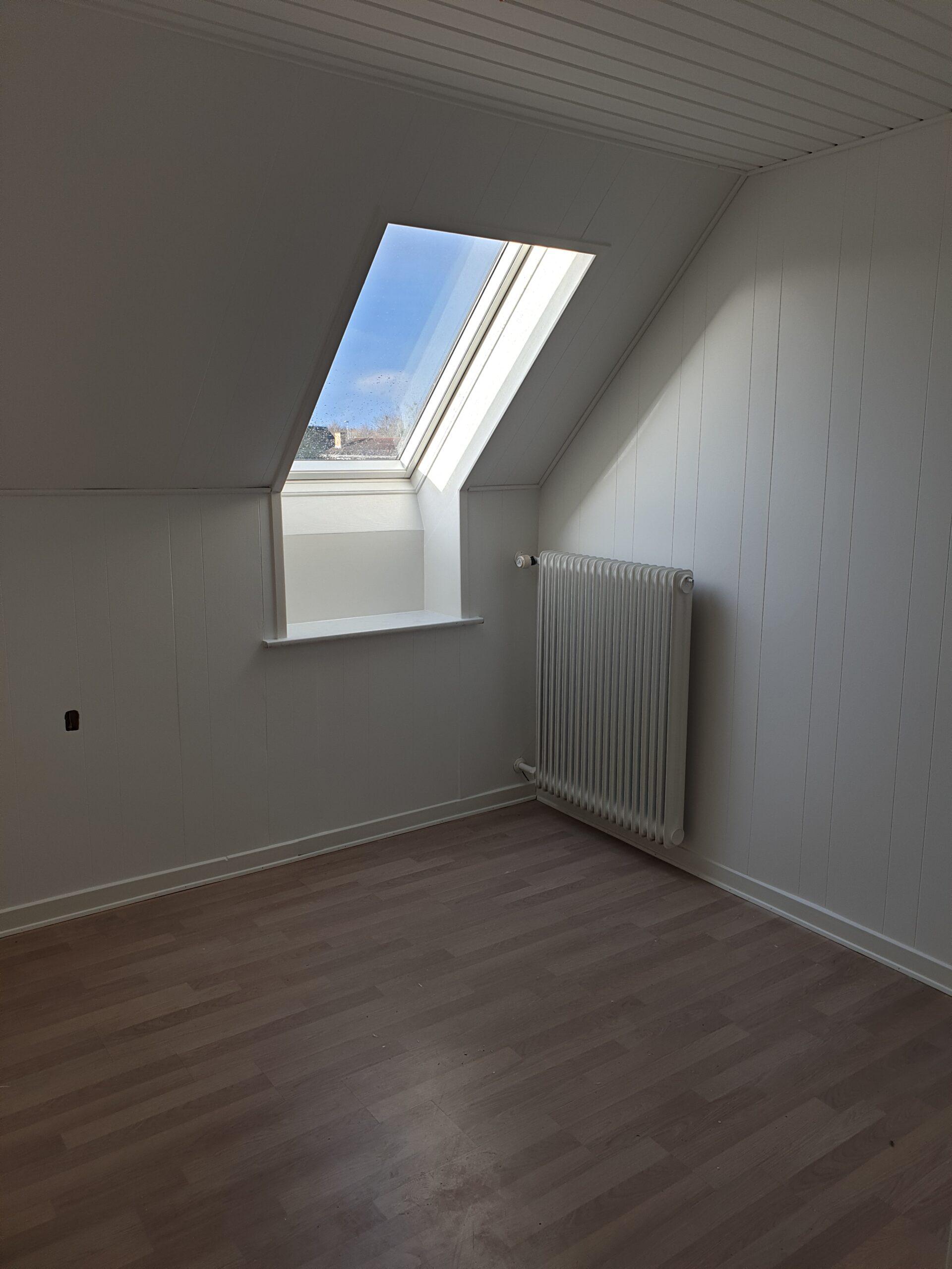 Efterbillede - malet vindue og væg